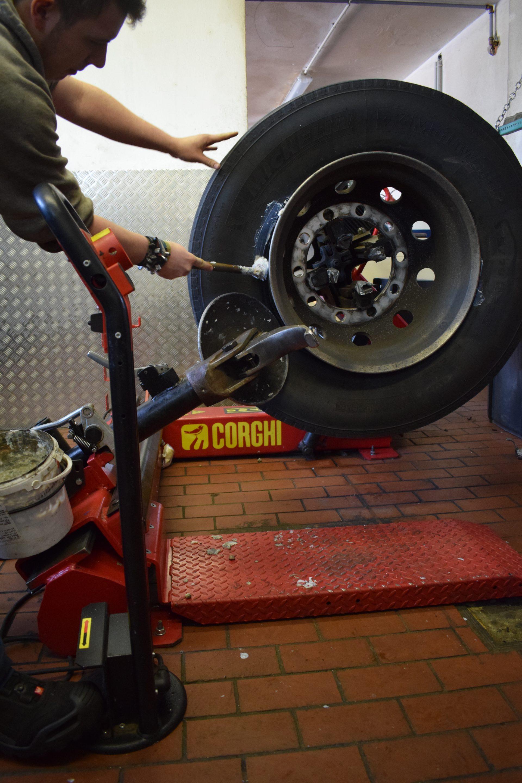 Reifen-abmontieren-Dienstleistungen