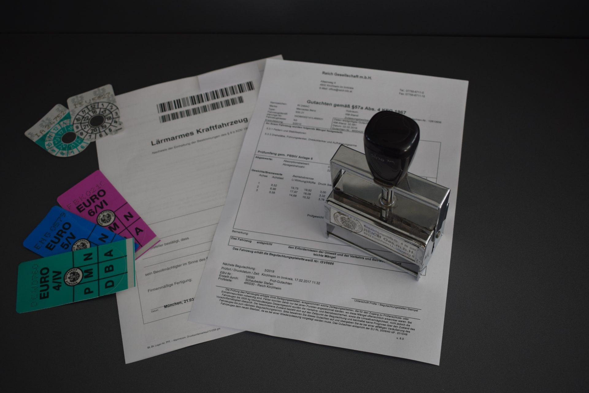 §57Überprüfung-Lärmarm-Abgasplaketten