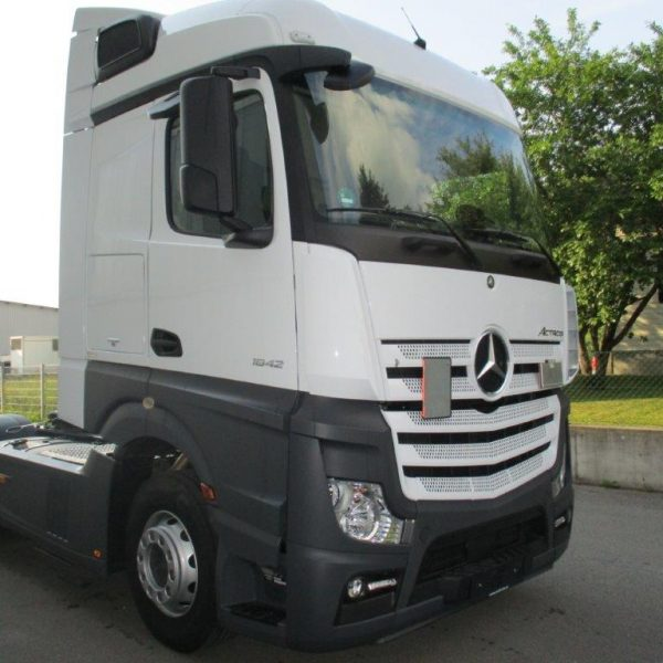 Mercedes-1842LS-EZ2017 (4)