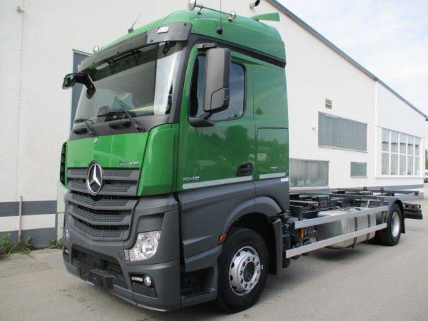 Mercedes Actros grün (3)