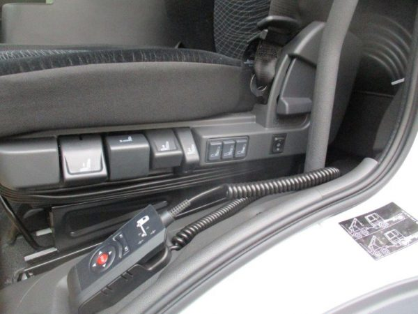 1224 L 2018 Mercedes Benz weiß (2)